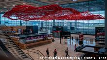 Airport Berlin Brandenburg | The Magic Carpet by artist Pae White (Michael Kappeler/dpa/picture-alliance)