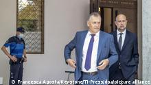 Jerome Valcke, center, and his lawyer Patrick Hunziker arrive at the Federal Criminal Court in Switzerland (Francesca Agosta/Keystone/Ti-Press/dpa/picture alliance)