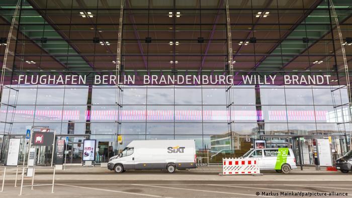 Berlin Brandenburg Havalimanı bugün açıldı