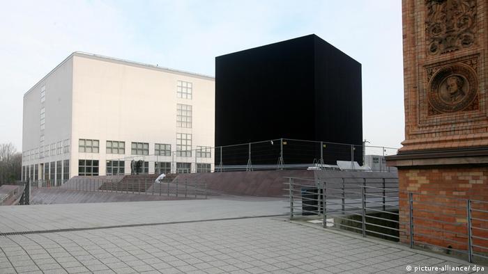 Черный куб в Гамбурге