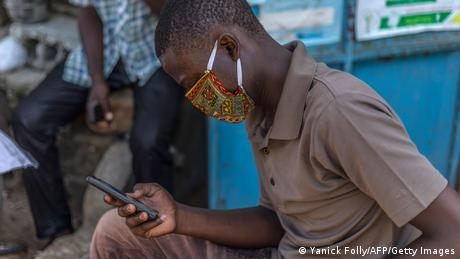 Benin Smartphone-User (Yanick Folly/AFP/Getty Images)