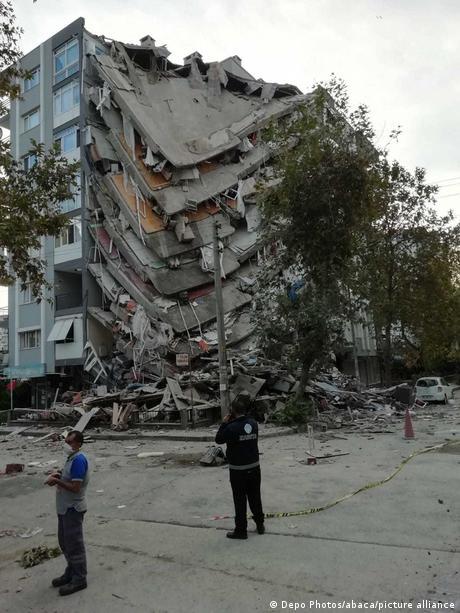 İzmir'de çok sayıda hasar gördü