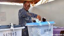 Tansania Wahlen | Präsident John Pombe Magufuli bei Stimmabgabe (REUTERS)