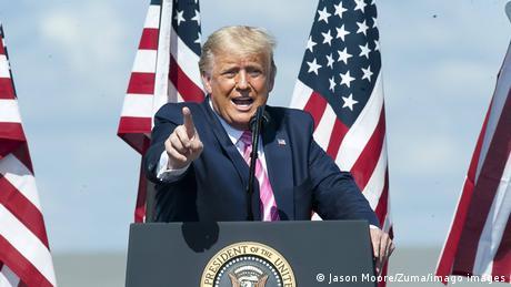 Der republikanische Präsident Donald Trump bei einem Wahlkampfauftritt in Lumberton in North Carolina (Mason Moore/Zuma/imago images)