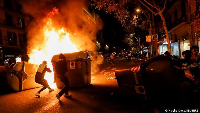 Spanien Proteste gegen Coronavirus-Einschränkungen in Barcelona (Nacho Doce/REUTERS)