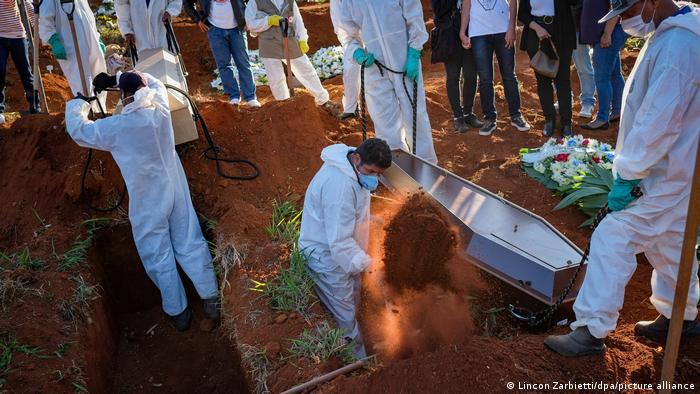 Brasil registra 1.212 mortes por covid-19 em 24 horas | Notícias e análises sobre os fatos mais relevantes do Brasil | DW | 20.02.2021