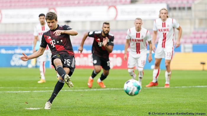 Bundesliga 1. FC Köln v FC Bayern München   Tor Müller