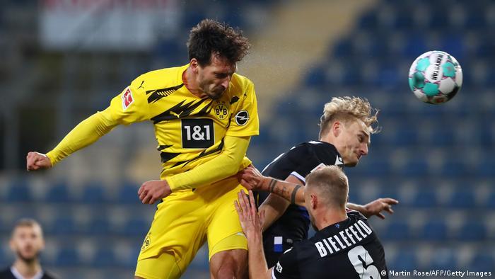 Fußball Bundesliga 6. Spieltag  Arminia Bielefeld vs. Borussia Dortmund   TOR Dortmund