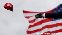 USA Präsident Trump wirft Keep America Great Mütze