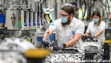 Deutschland Coronavirus - Produktion bei ZF in Friedrichshafen