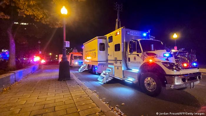Carros de polícia nas ruas de Quebec, no Canadá