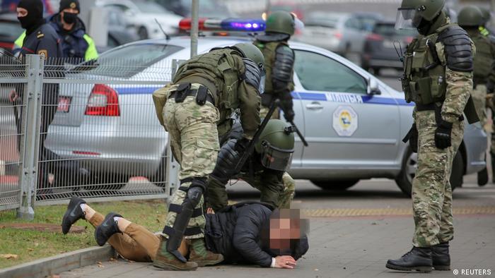 Беларусь: на акциях протеста задержаны более 250 человек | Важнейшие  политические события в Беларуси: оценки, прогнозы, комментарии | DW |  01.11.2020