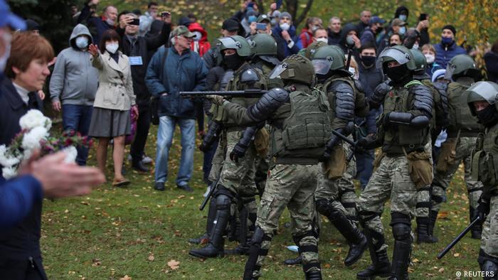 Демонстранты в Минске и силовики, 1 ноября