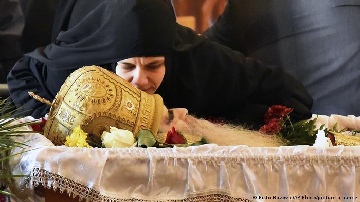 Vjernica na pokopu mitropolita Amfilohija
