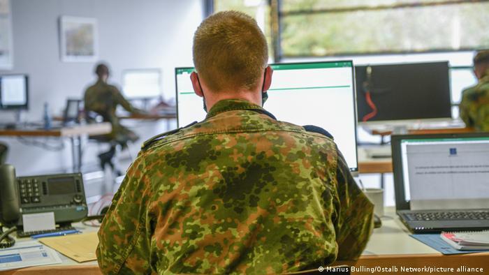 Bundeswehr-Soldaten im Einsatz für das Gesundheitsamt in Aalen in Baden-Württemberg