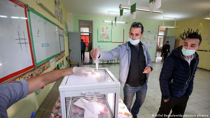 الانتخابات البرلمانية القادمة في الجزائر قد تشعل الشارع مجددا في حال عدم القيام بإصلاحات سياسية ديمقراطية