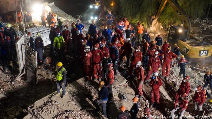 Türkei | Erdbeben | Rettungsarbeiten in Izmir