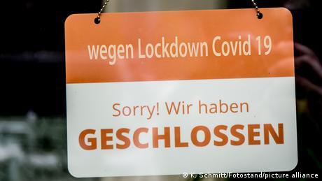 Zatvoreno zbog Kovida-19. Žao nam je - piše na ovoj tabli koja bi simbolično mogla da stoji za sav javni i kulturni život u Nemačkoj od danas. Restorani, bioskopi, dvorane za koncertne dvorane. Ima hleba, al nema igara... To važi i za veliki deo Evrope.
