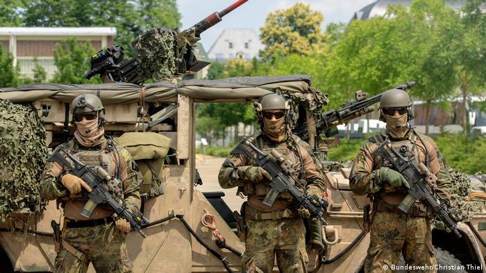 Три военнослужащих подразделения специального назначения (KSK) бундесвера
