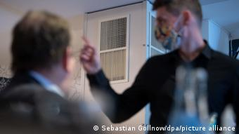 Deutschland Corona-Pandemie   Luftfilter in Restaurant