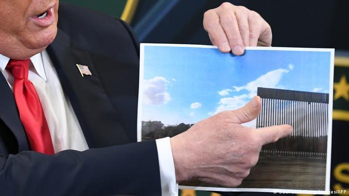 دونالد ترامپ ژوئیه ۲۰۲۰ دیدار از سازههای مرزی میان مکزیک و آمریکا