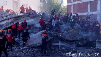 El terremoto de Izmir dejó decenas de muertos en Turquía. Con sismos más potentes, Chile no sufre este grado de destrucción. ¿Por qué?