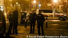 Viyana'da Pazartesi akşamı düzenlenen silahlı saldırıda üç kişi yaşamını yitirdi.