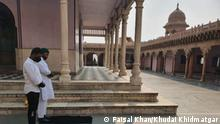 Khudai Khidmatgar, a Delhi-based social organisation which claims to spread communal harmony, has offered prayers at a Hindu temple and now they are arrested. offered namaz at Nand Mahal temple in Mathura, Uttar Pradesh, Indien location-Mathura, Uttar pradesh, Indien