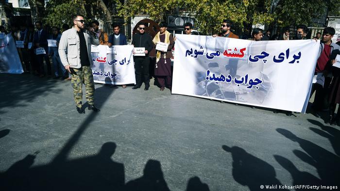 تظاهرات دانشجویان و شهروندان افغان پس از حمله خونین داعش به دانشگاه کابل