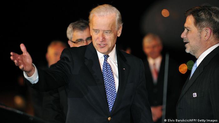 Joe Biden, pe atunci vicepreședinte al SUA, în timpul unei vizite în capitala bosniacă Sarajevo