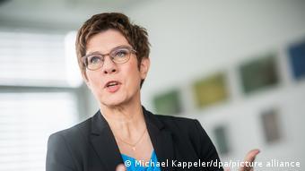 Savunma Bakanı Annegret Kramp- Karrenbauer,