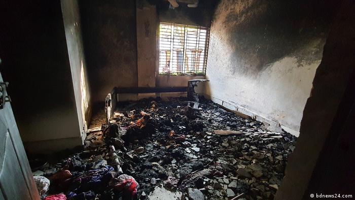 Bangladesh Comilla   Zerstörung Häuser   Mohammed-Cartoon