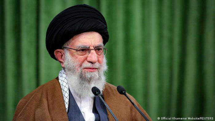 خامنهای: مانع ساخت موشک با برد بیشتر از ۲۰۰۰ کیلومتر شدم