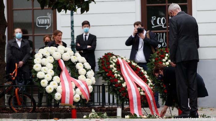 El presidente austríaco, Alexander van der Bellen, durante un homenaje a las víctimas del atentado en Viena. (3.11.2020).
