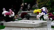 Italien Coronavirus Mundschutz Friedhof