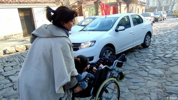 Майка с дете с увреждане