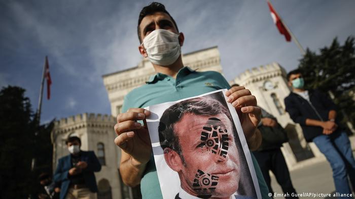 Protest gegen Frankreich und speziell Staatschef Macron Ende Oktober in Istanbul (Foto: Emrah Gurel/AP/picture alliance)