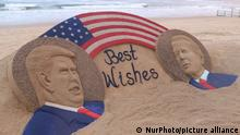A sand sculpture of Donald Trump and Joe Biden is seen on November 3, 2020 at the Bay of Bengal Sea's eastern coast beach at Puri, 65 km away from the eastern Indian state Odisha's capital city Bhubaneswar as it is creating by sand artist Sudarshan Pattnaik for public awareness about the USA presidential election with the message of ''Best wishes''. (Photo by STR/NurPhoto) | Keine Weitergabe an Wiederverkäufer.