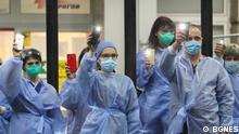 Bulgarien | Ärzte und Krankenschwester vor dem Krankenhaus Pirogow in Sofia
