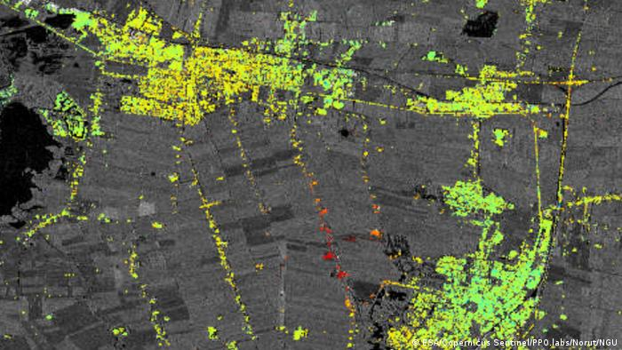 Sentinel-1-data show changes in land surface. The image looks as if a grey field from an aerial view is covered in approximately 40% by yellow and bright green dots. Some red and orange dots also appear in some small areas. This shows surface deformation resulting from from salt mining activities around Veendam in the province of Groningen in northeast of the Netherlands. The map, which is a zoom-in of a larger map, has been generated using images from the Copernicus Sentinel-1A satellite. Green points show where the land is stable and the orange and red colours indicate subsidence.