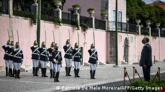 Ο Ρεμπέλο ντε Σόουσα σε επιμνημόσυνη τελετή για τα θύματα του κορωνοϊού