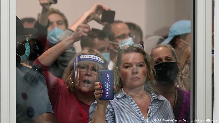 US Wahl 2020 Detroit Trump-Anhänger Stimmenauszählung (AP Photo/Carlos Osorio/picture alliance)