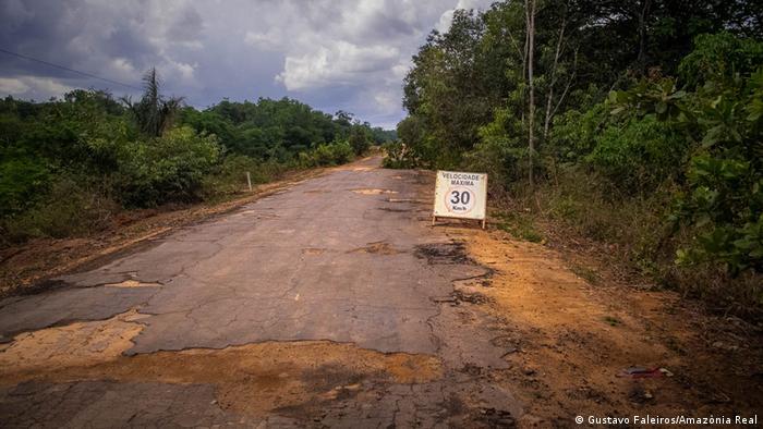 Trecho da Rodovia BR-319 próximo à Humaitá (AM)