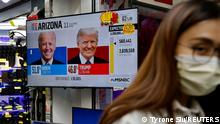 04.11.2020 *** A news report of the U.S. presidential election is seen on television screen in Hong Kong, China November 4, 2020. REUTERS/Tyrone Siu
