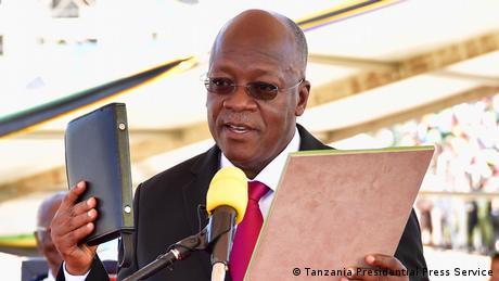 رئيس تنزانيا يرفض اللقاحات ويقول: الله سيحمينا من كورونا