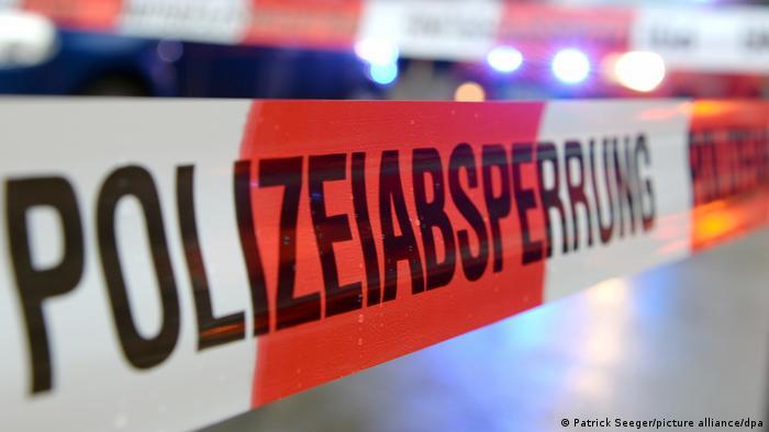 Polizeiabsperrung Durchsuchungen in Deutschland
