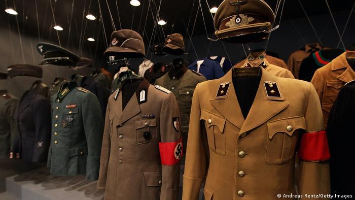 Deutschland Nazi-Uniform im Museum