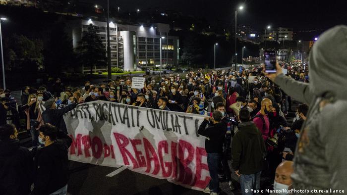 Italien Cosenza | Coronavirus | Protest gegen Maßnahmen (Paolo Manzo/NurPhoto/picture-alliance)