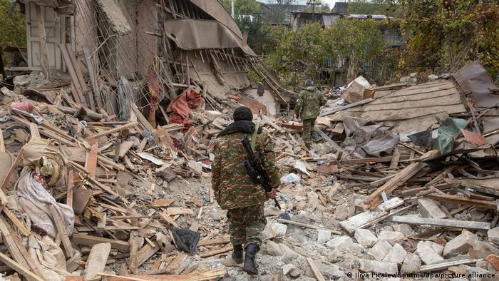 Разрушенные здания в Степанакерте, 6 ноября