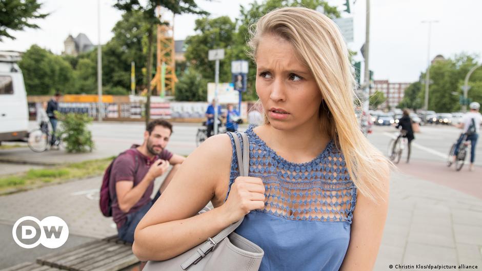 Приставание к девушкам как называется на работе работа в самаре в полиции вакансии девушкам